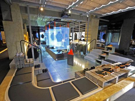 ナイキの「デザインの原則」である軽量性・機能性・モジュール式を取り入れた店内