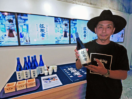 「晩喜酒 征服者」を機に「日本酒を楽しんでほしい」と話す石川涼社長