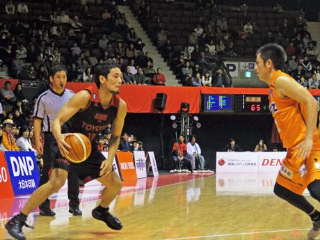 チームに流れを引き寄せた菊地祥平選手(左)