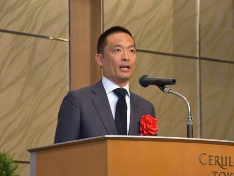 祝辞の中で「渋谷ハチ公八本締め」を披露する長谷部健渋谷区長