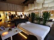 原宿に期間限定「睡眠カフェ」 ネスカフェとフランスベッドがコラボ