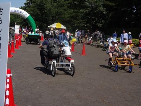 昨年の開催時の様子。公道では乗れない四輪車の試乗ができる