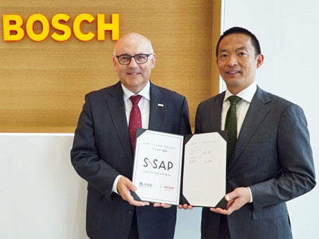 (左から)ボッシュのウド・ヴォルツ社長と長谷部健渋谷区長