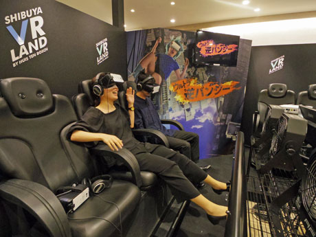 VR映像と劇場用の4Dシート「MX4D」で没入感を演出するライドアトラクション「ウルトラ逆バンジー」