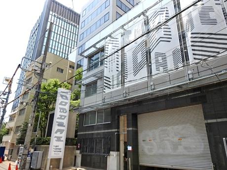 JR渋谷駅新南口近く、渋谷川沿いにオープンした「100BANCH」の外観