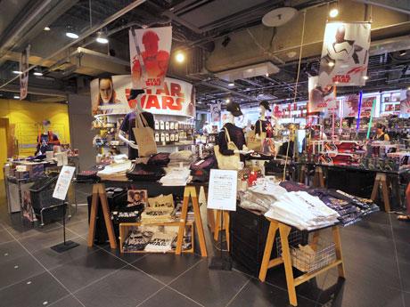 約1000種類の商品を集積する売り場