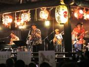 渋谷・金王八幡宮でBEGINが奉納ライブ 昭和歌謡メドレー、「島人ぬ宝」大合唱も
