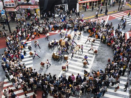 22日には文化村通りと道玄坂を交通規制してステージを作る(写真は昨年開催時の様子)
