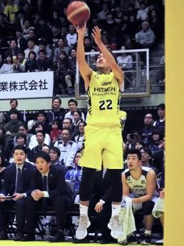 得意の3Pで得点を挙げた長谷川智也選手