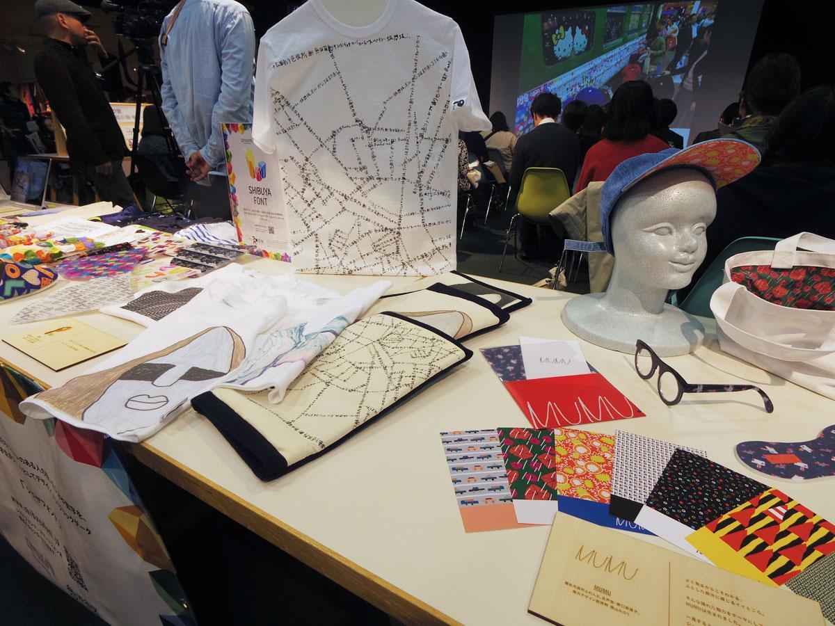 障がい者が書いた文字や絵を学生がフォントとしてデザインした素材を使った商品のプロトタイプ