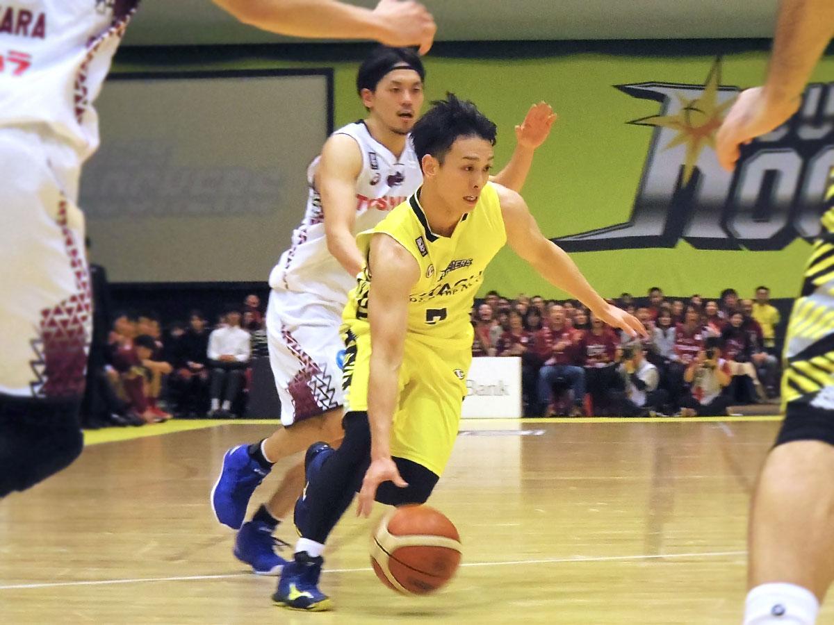 約1カ月半ぶりに復帰したキャプテン伊藤駿選手(中央右)