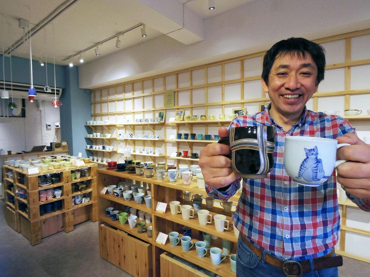 日本の器は「バラエティーに富んでいる」と話すオーナーの塚松圭さん