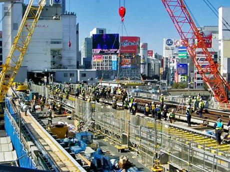 2016年に渋谷駅~表参道駅間を4日間運休して行った工事の様子