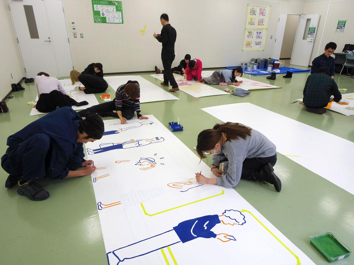 イラストの制作にはボランティアの美大生らが参加している