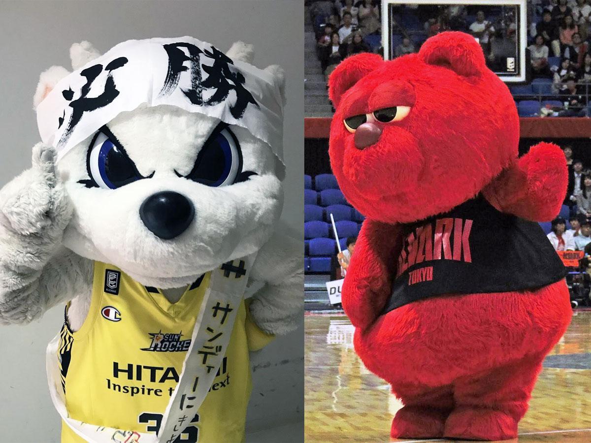 「必勝」はちまきで気合十分のサンロッカーズ渋谷のサンディー(左)とアルバルク東京のルーク(右)
