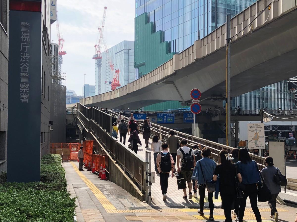 5月いっぱいで閉鎖される渋谷駅東口歩道橋のスロープ