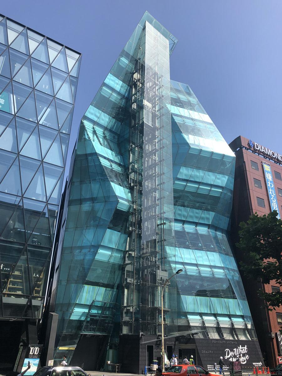 世界15カ国でシェアオフィスを展開する「WeWork」の新拠点が入る明治通り沿いの「The Iceberg」