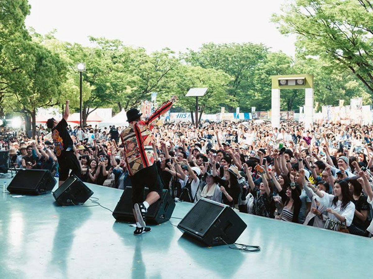 ステージでは沖縄出身のアーティストらがライブを行う(写真は昨年開催時の様子)