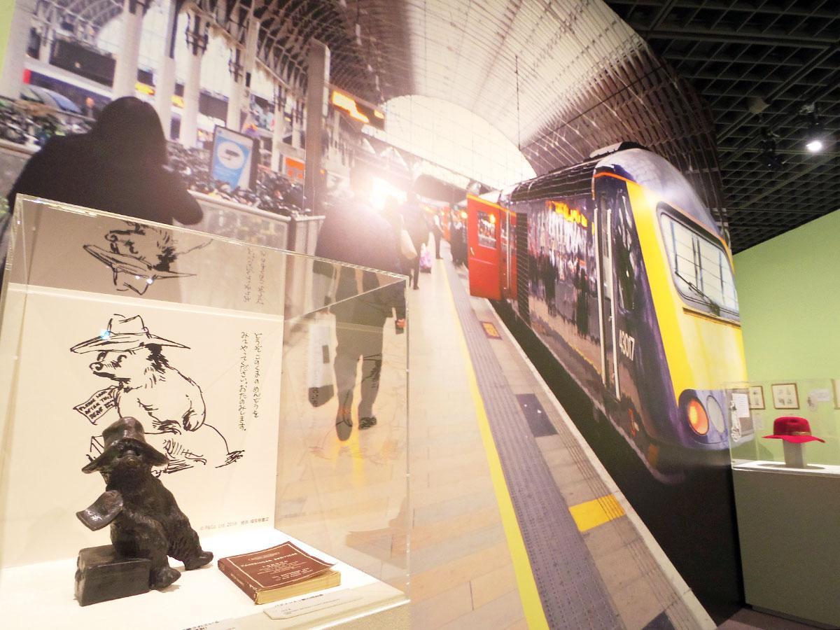 英パディントン駅を思わせる展示になっている入り口