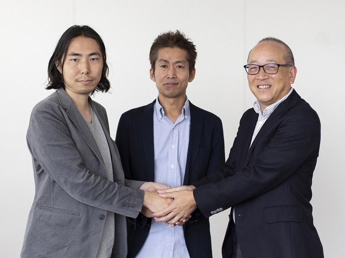 写真左から、ピースオブケイク深津貴之CXO、同社加藤貞顕CEO、日本経済新聞社渡辺洋之専務