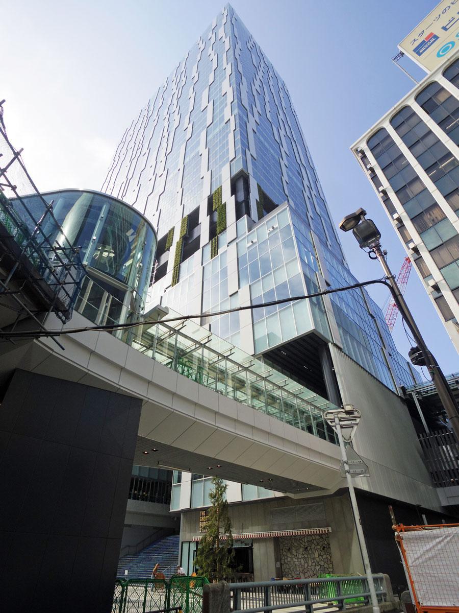 東急電鉄の大規模再開発事業の一つとして13日にオープンを控える「渋谷ストリーム」外観