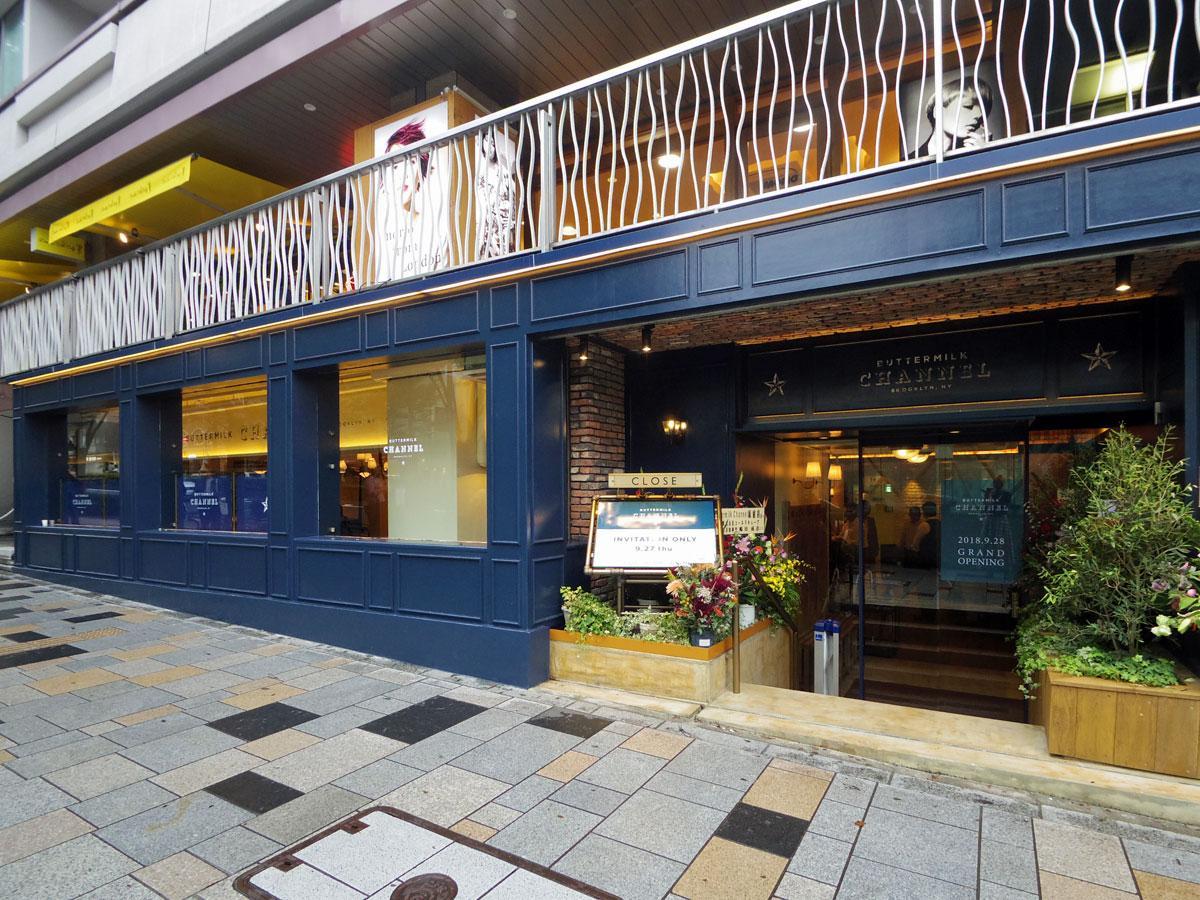 表参道沿いに位置する店舗外観