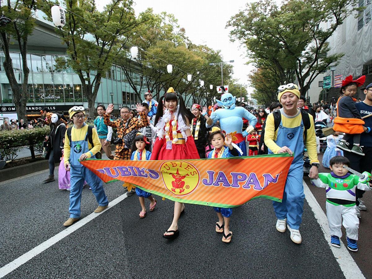 当日は仮装した子どもたちが表参道をパレードする(写真は過去開催日の様子)