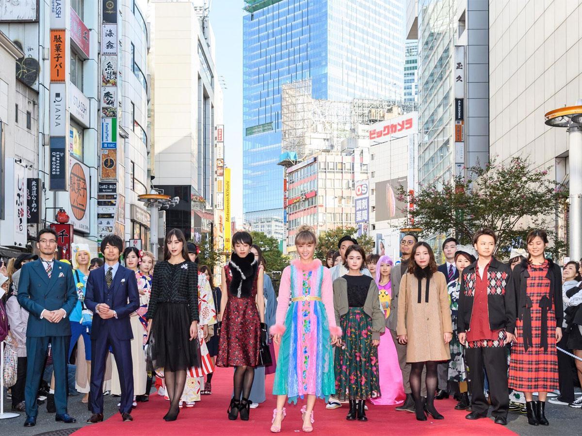 渋谷のショップで働く店員や「Dream」Amiさんがランウエーに登場した「SHIBUYA RUNWAY」