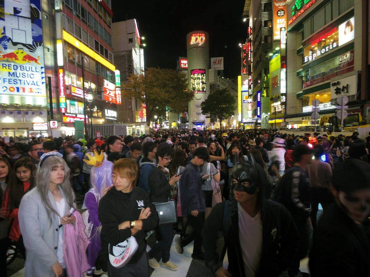 ハロウィーン当日、にぎわいを見せる渋谷の様子(昨年)