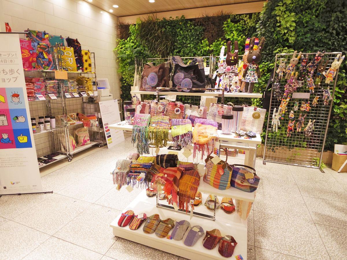 さまざまな渋谷土産を扱う「シブヤを持ち歩く超芸術ショップ」