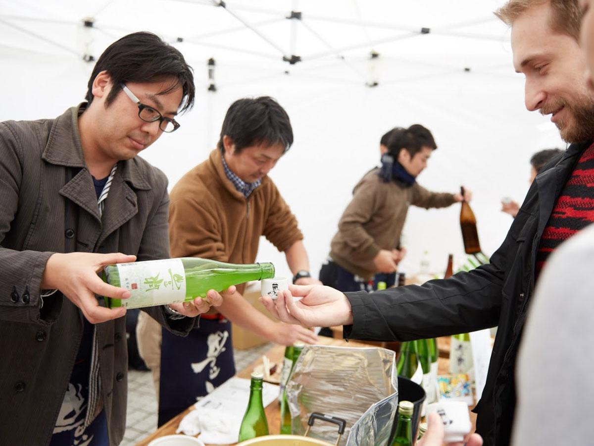 日本酒120種類以上を飲み比べできる(写真は過去開催時の様子)