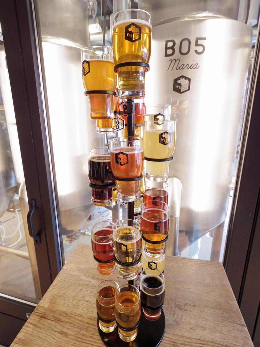 提供しているビール全種類を飲み比べできる「TOWER OF BEER」(写真は最大の20種類、5,000円)