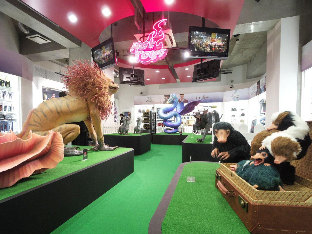 魔法動物の立像が並ぶ店内