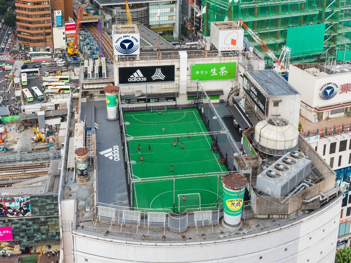 日本初の屋上フットサルコートとして営業した「アディダスフットサルパーク渋谷」©東急スポーツシステム