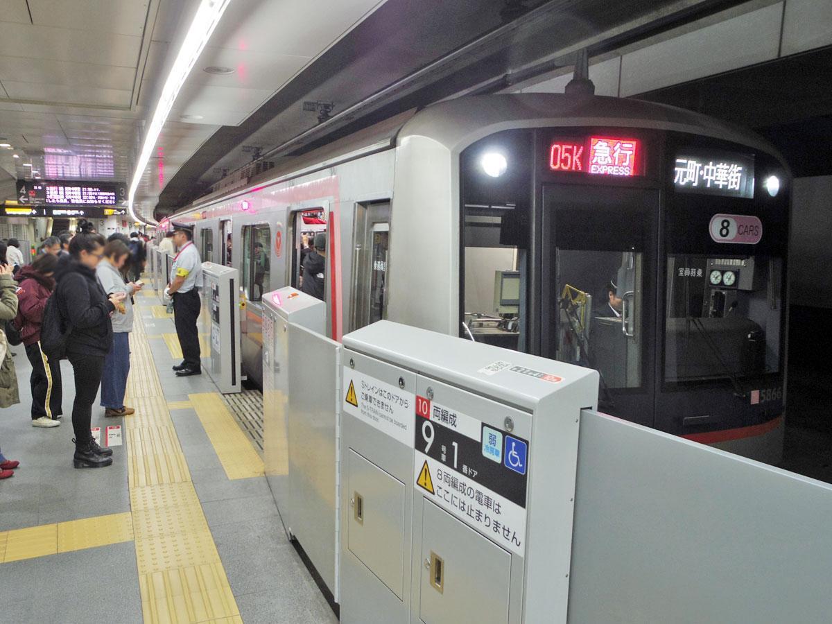横浜方向に向かう東横線