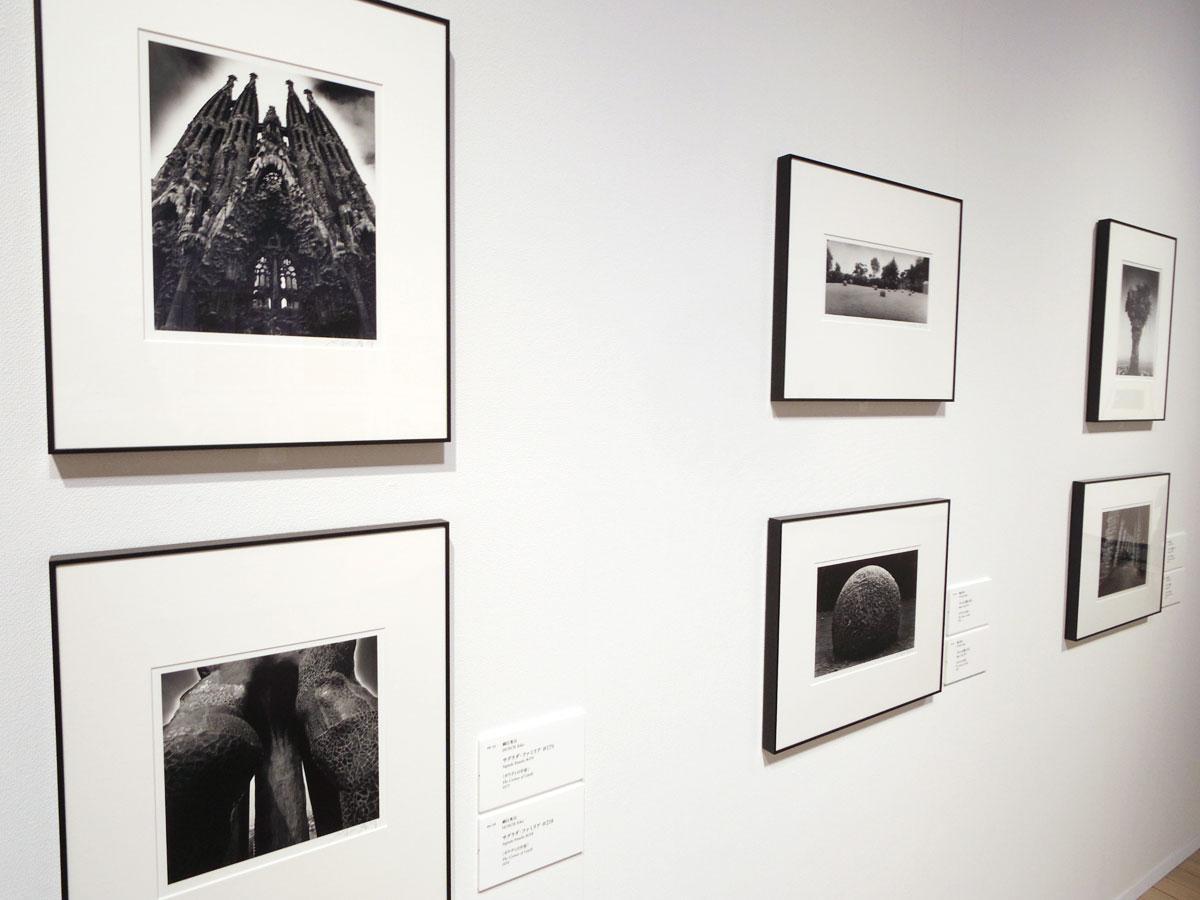 細江英公さんが撮影したアントニ・ガウディのサクラダ・ファミリアの写真も並ぶ