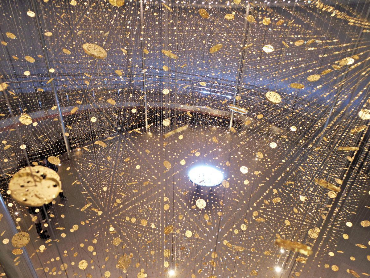 「地板」約7万2000枚を使うインスタレーション「LIGHT is TIME-We Celebrate Time ver.」