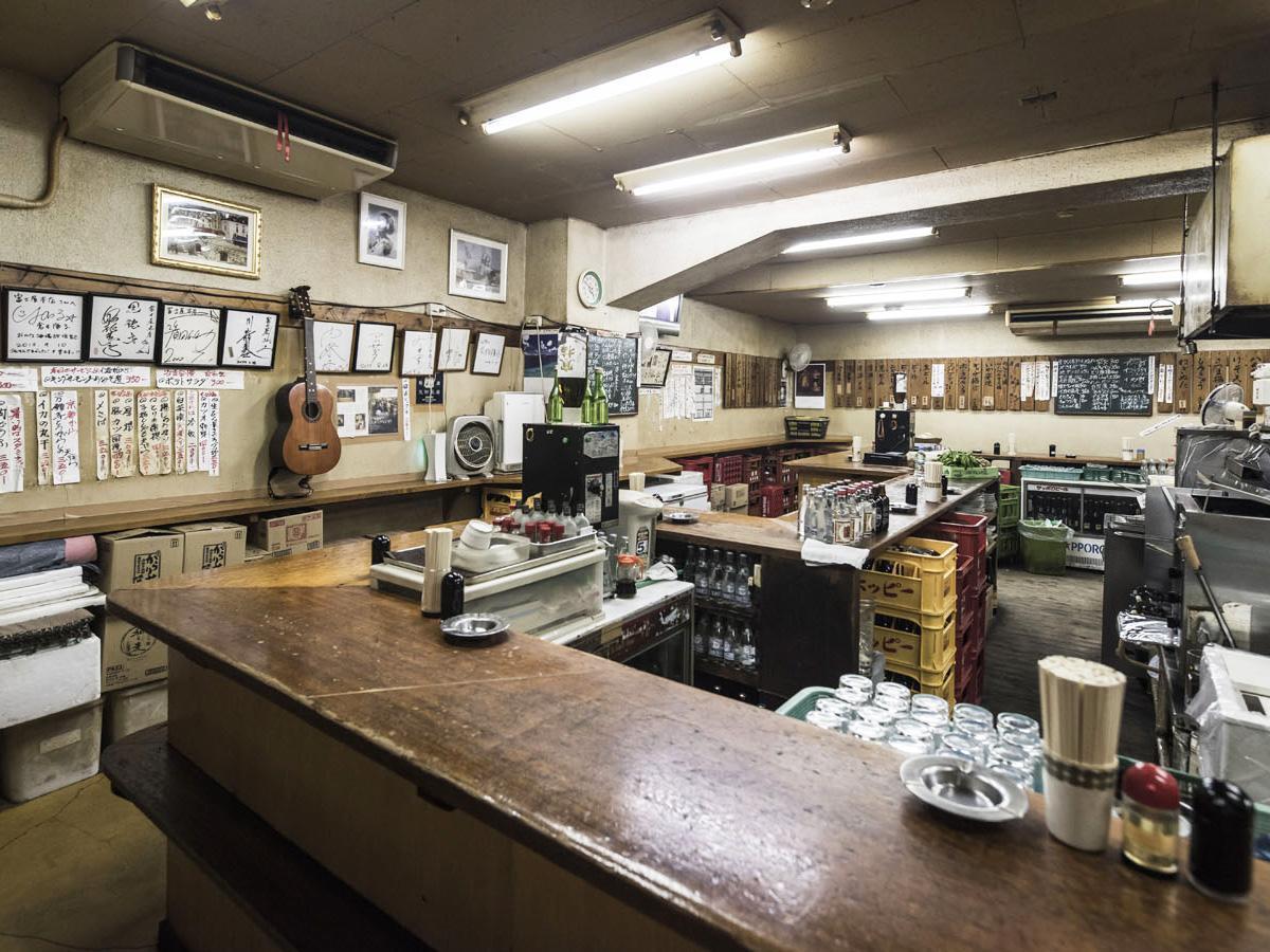 10月末に閉店した「富士屋本店」の店内