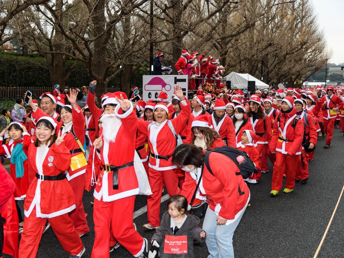 「サンタ」ランナーたちが神宮外苑に集結した