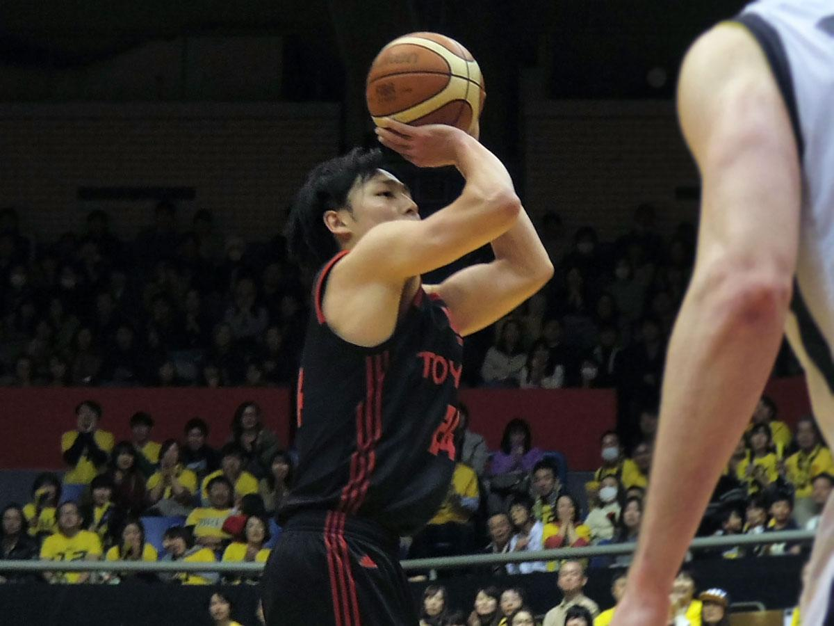 要所で3Pを決めた田中大貴選手