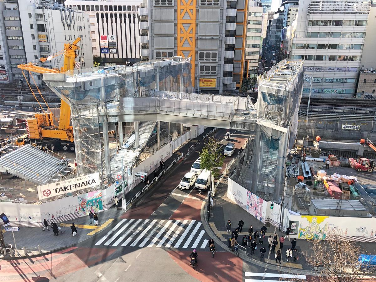 新宮下公園の建設現場に出現したゲートのように見える構造物