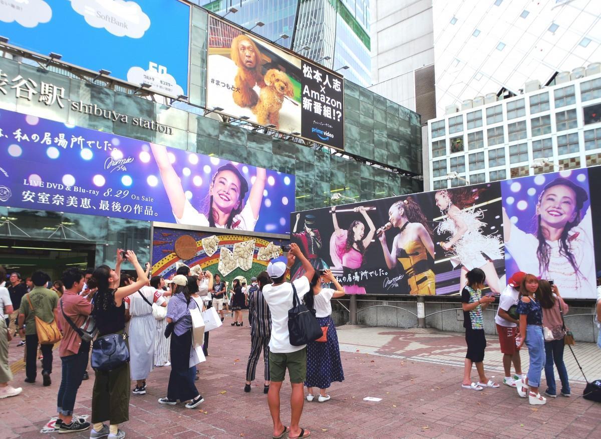 昨年8月、ハチ公前交差点に掲出された安室さんの広告