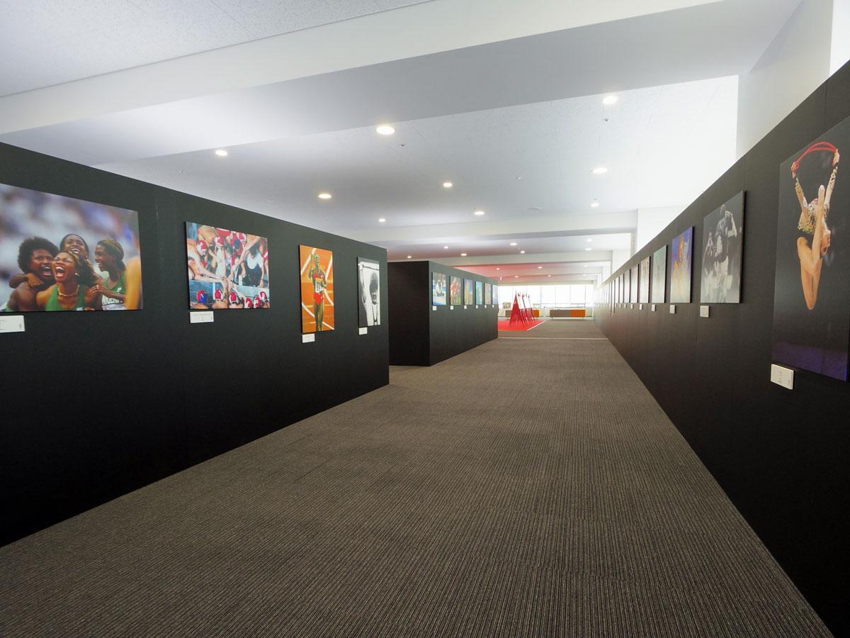 「スポーツの力」写真展の会場写真