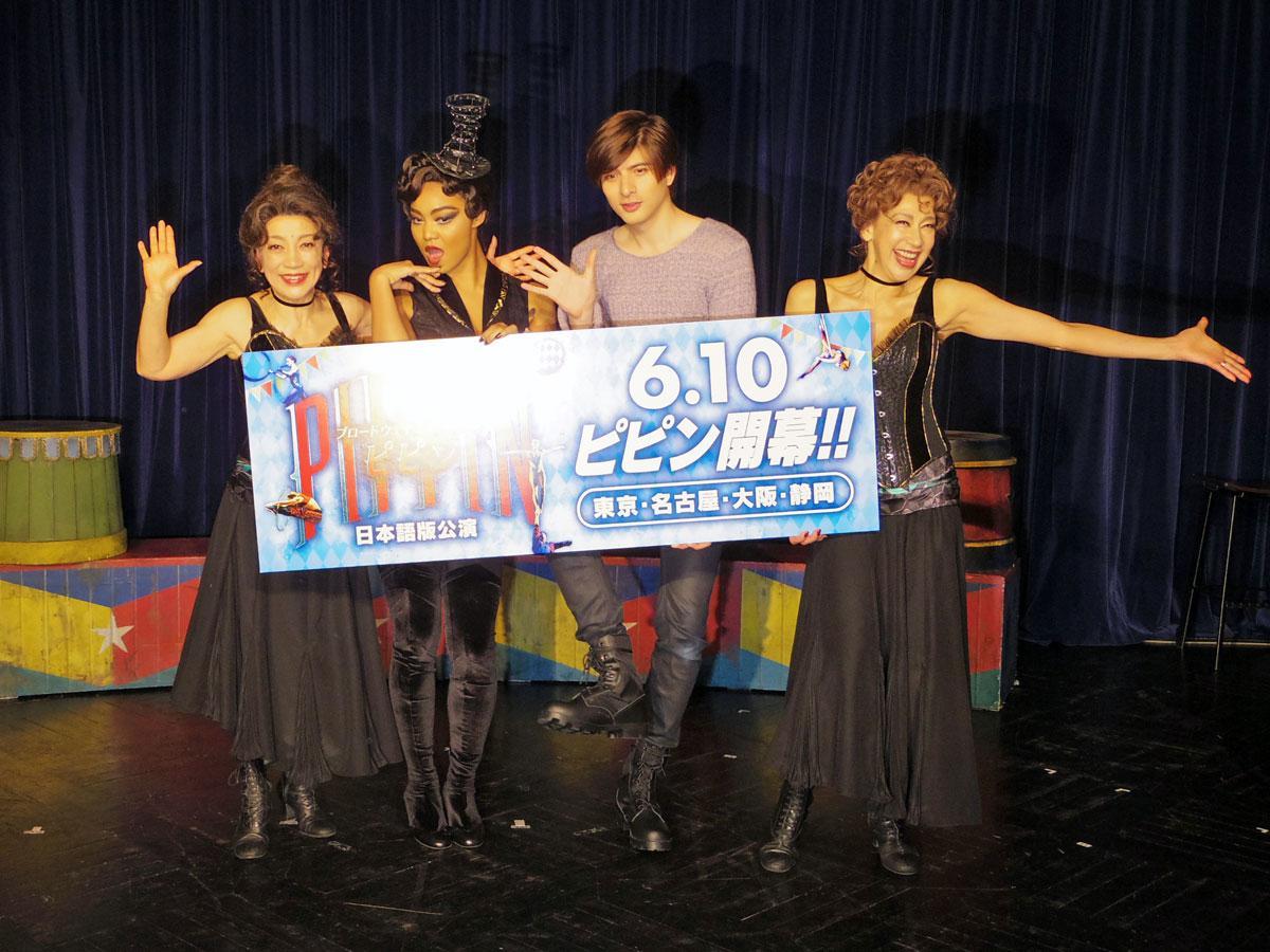 (左から)中尾ミエさん、Crystal Kayさん、城田優さん、前田美波里さん