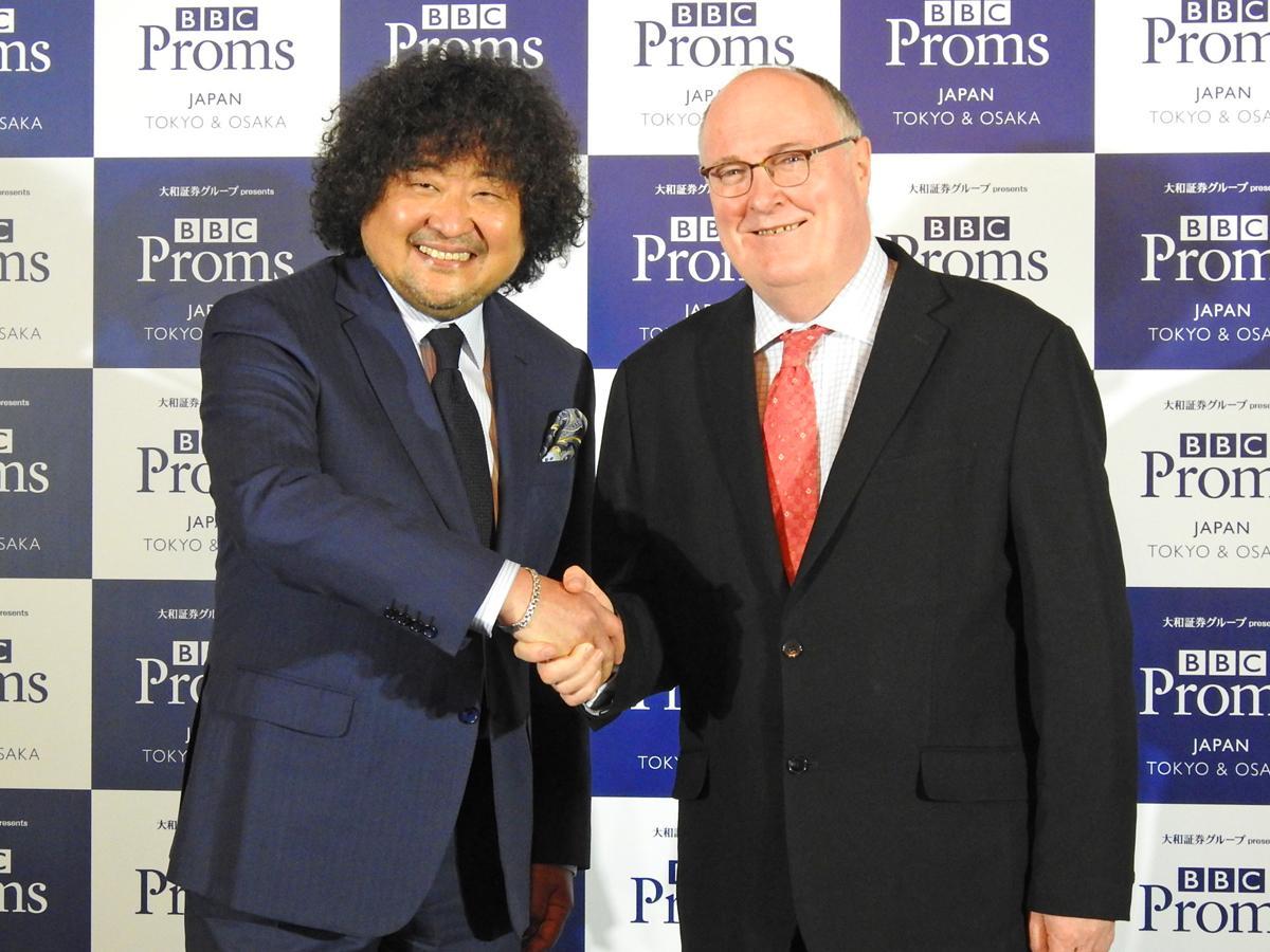写真右=PRアンバサダーの葉加瀬太郎さん、右=BBCプロムス最高責任者のアラン・デイヴィーさん
