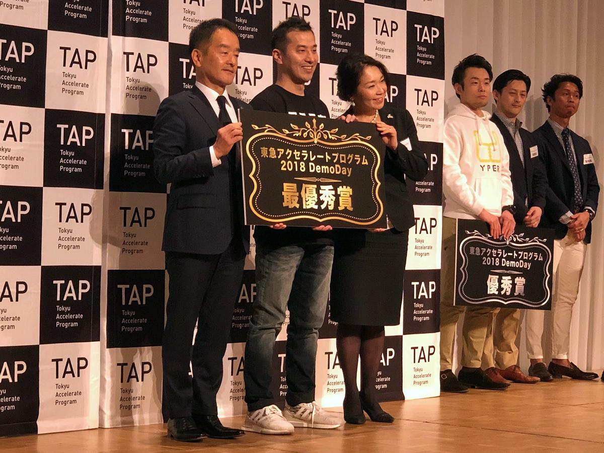 (左から)高橋和夫東急電鉄社長、片岡義隆アスラボ社長