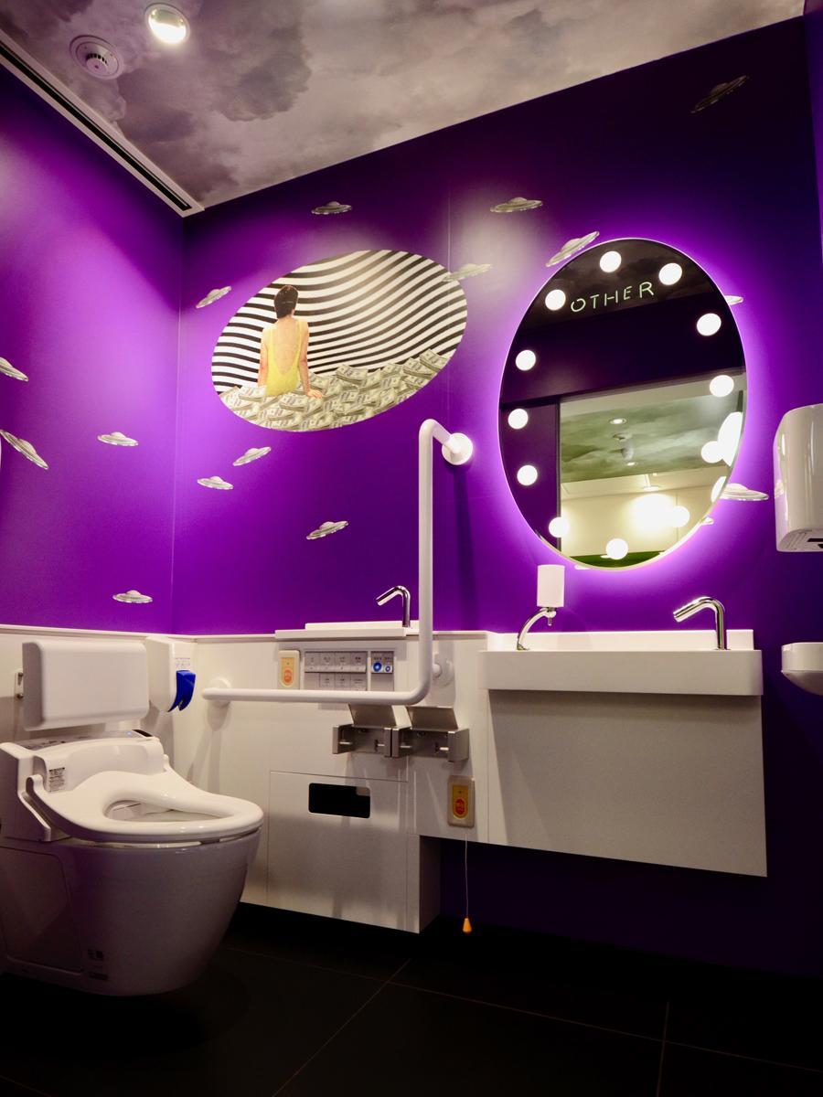 とんだ林蘭さんが内装デザインを担当した3階トイレ