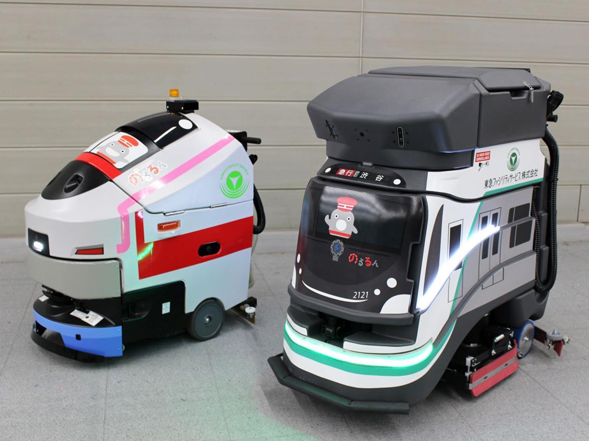 渋谷駅に導入された自動清掃ロボット(写真右)は新型車両2020系のデザインをラッピング