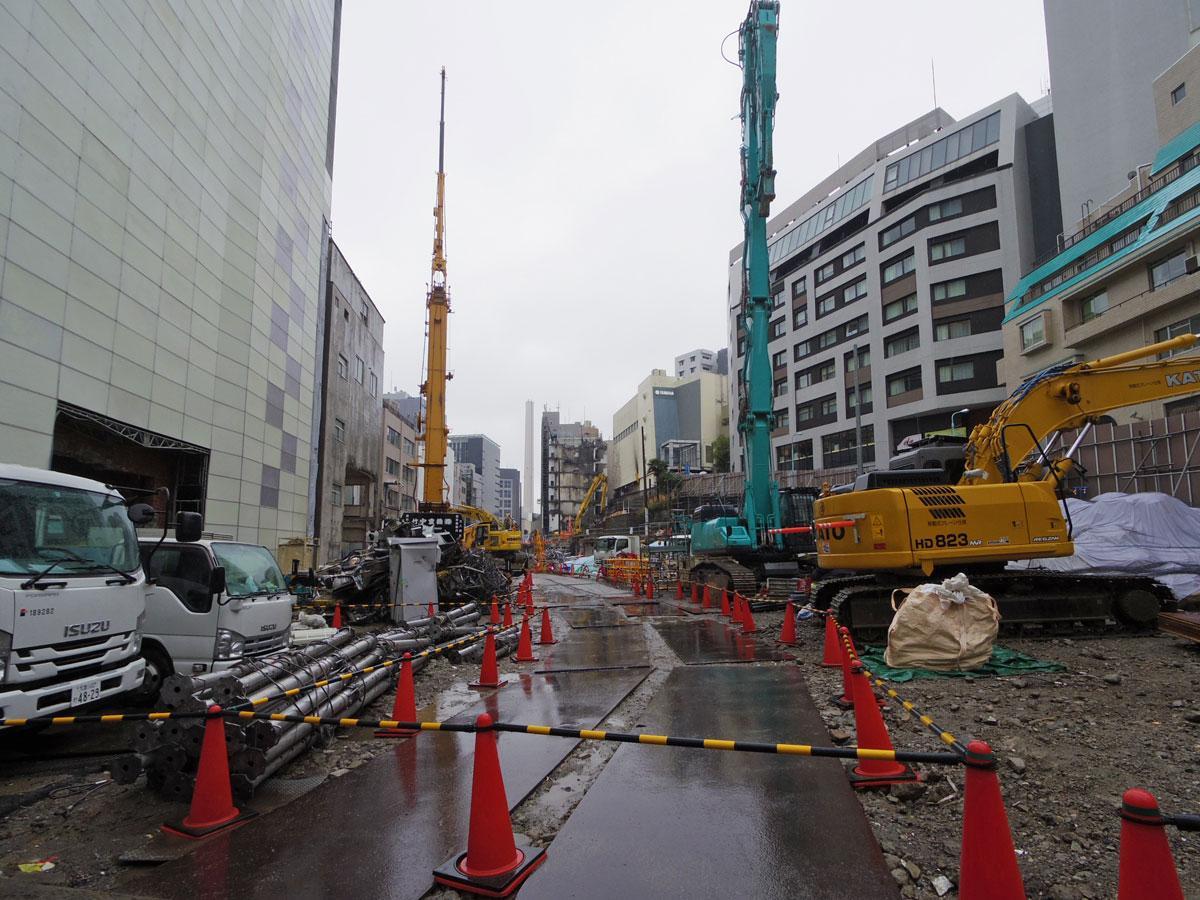 建物の解体が進む桜丘エリア。中央の通りが補助第18号線となる