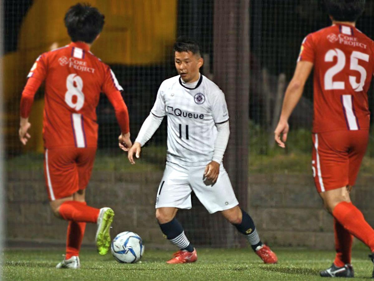 貴重な1点を挙げた市川俊治朗選手(中央)